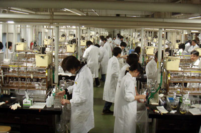 学生実験風景(応用生命化学・工学専攻)