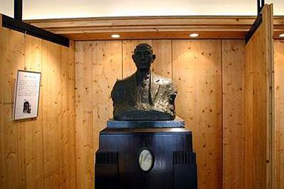 上野先生の胸像