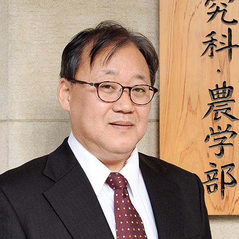 大学院農学生命科学研究科長・農学部長 堤 伸浩