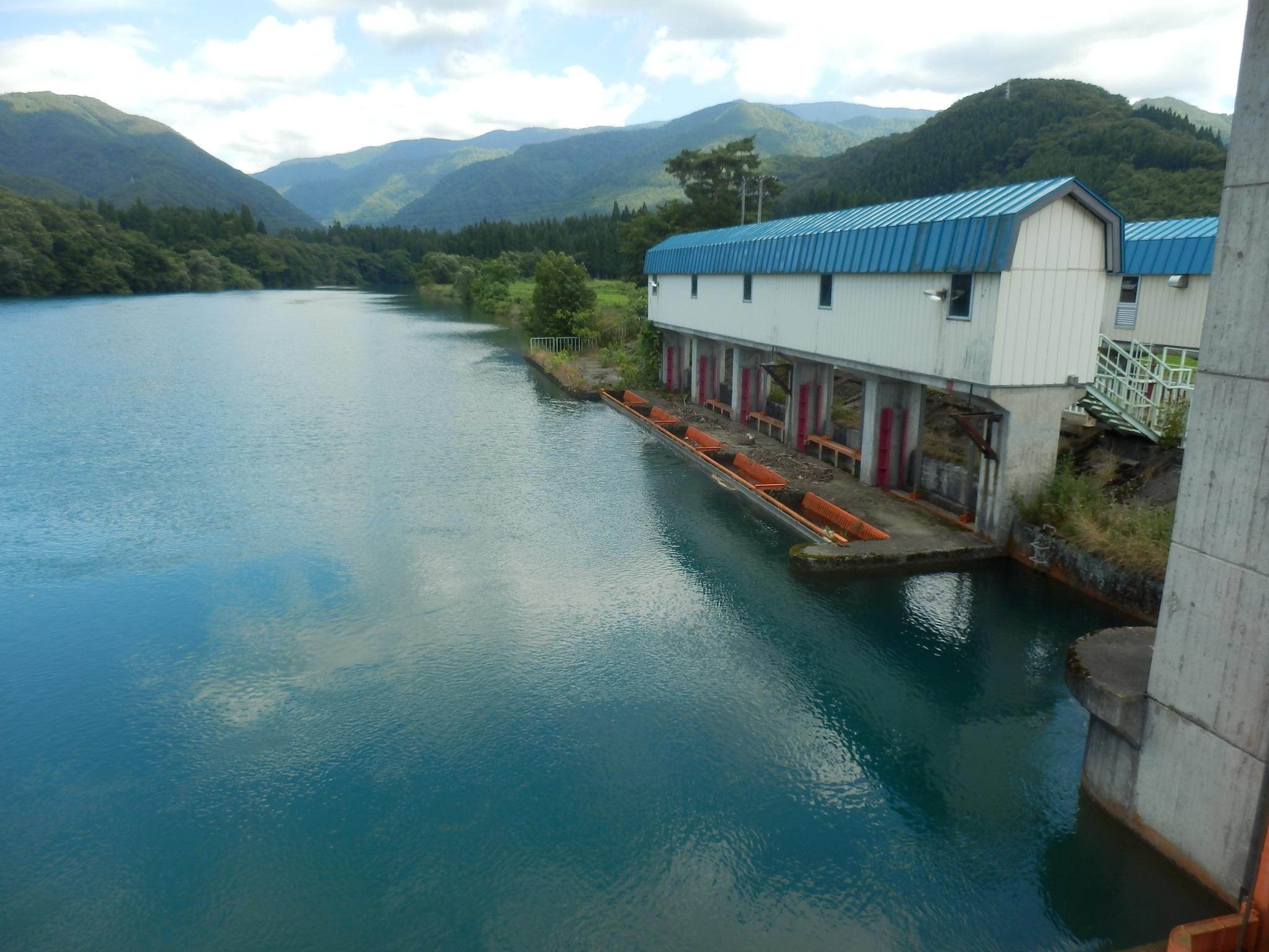河川から農業に必要な水を取り入れる取水堰 (秋田県)
