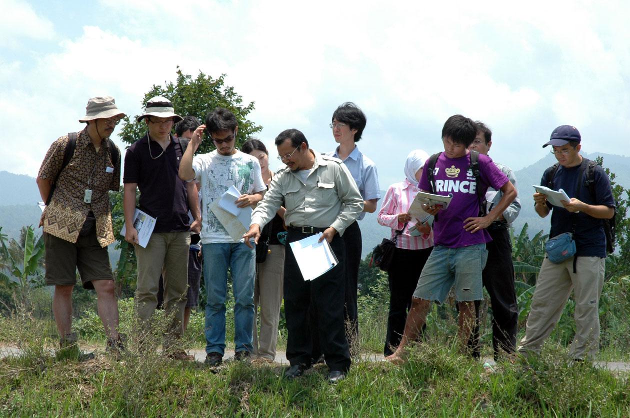 東南アジアで普及しつつある新しい稲作法(SRI)の聞き取り調査(インドネシア海外実習より)